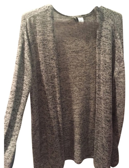 Preload https://item1.tradesy.com/images/h-and-m-grey-cardigan-size-2-xs-10358740-0-1.jpg?width=400&height=650