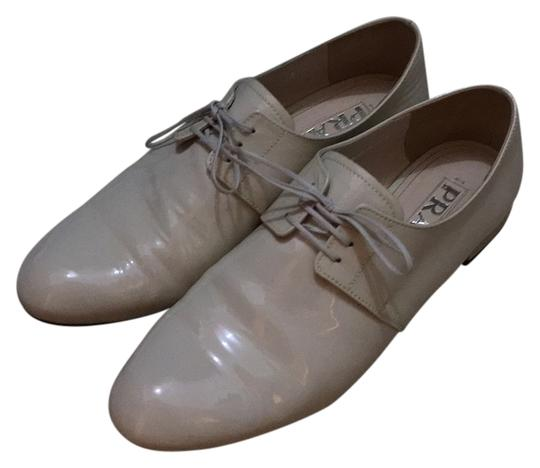 Preload https://item2.tradesy.com/images/prada-cream-lace-up-oxford-white-patent-leather-like-new-flats-size-us-75-regular-m-b-10360426-0-1.jpg?width=440&height=440