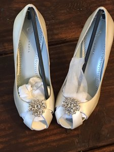 Grazia Wedding Pumps White Silk With Crystals Wedding Shoes