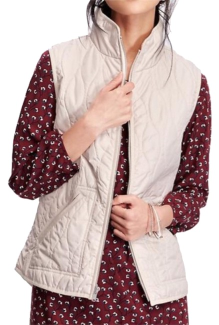 Preload https://item4.tradesy.com/images/old-navy-quilted-zip-front-vest-size-2-xs-10374283-0-1.jpg?width=400&height=650