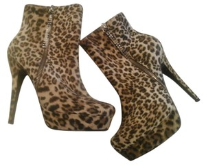 ShoeDazzle Leopard Print Boots