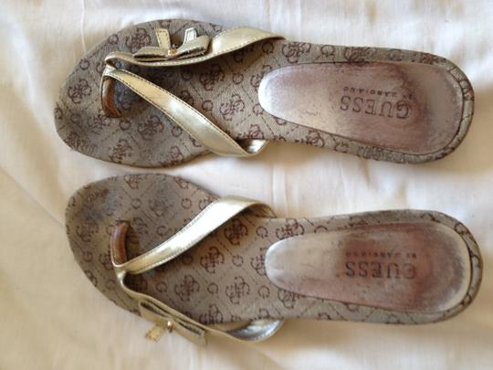 Guess Heart Flirty Poolside Gold Sandals