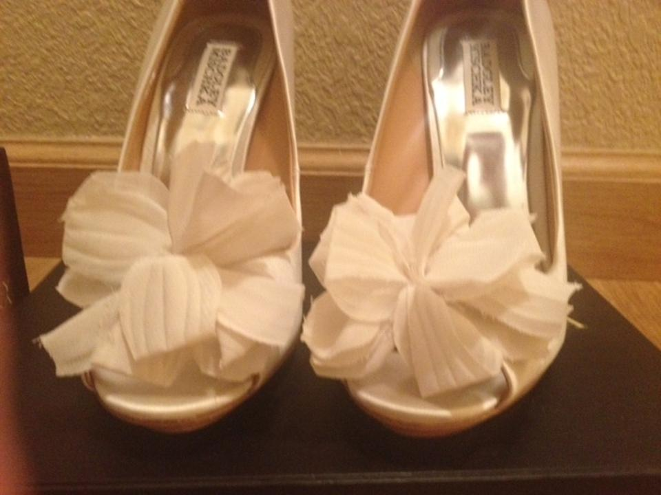 Mischka Ivory Aubrey Badgley Badgley Mischka Ivory Pumps 1xqggd8tw