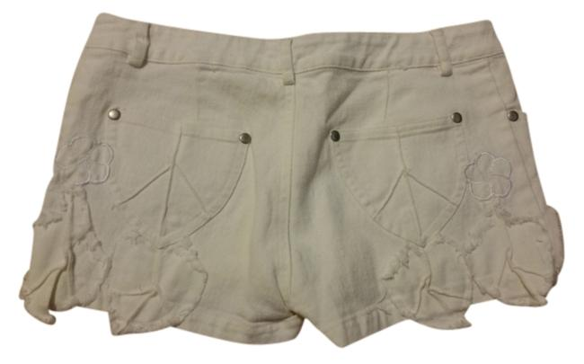 Preload https://item1.tradesy.com/images/white-flower-stitched-minishort-shorts-size-0-xs-25-10385065-0-1.jpg?width=400&height=650
