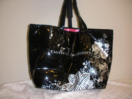 Chinese Laundry Tote in Black