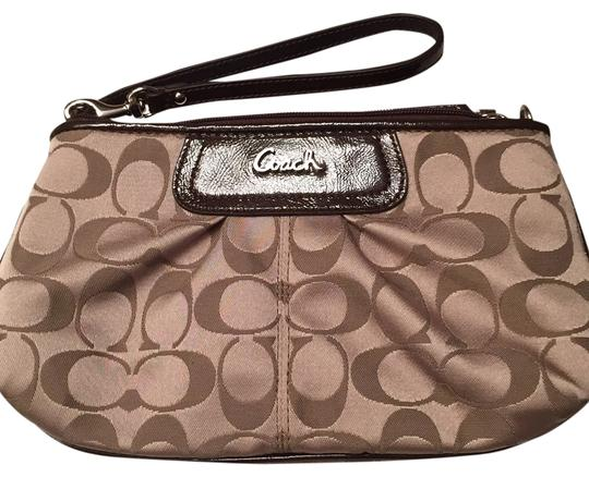 Preload https://img-static.tradesy.com/item/10388521/coach-47525-khaki-fabric-wristlet-0-1-540-540.jpg