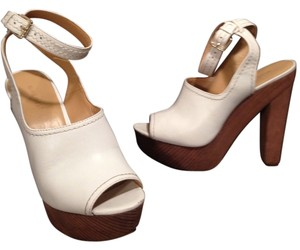 Nine West 9 West 8.5 Golden Vintage Inspired White Platforms