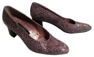 Stuart Weitzman Browns Pumps