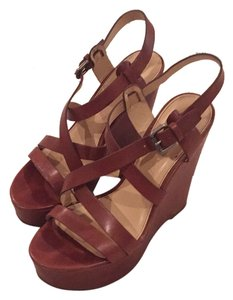 Vera Wang Sandals Tan Wedges