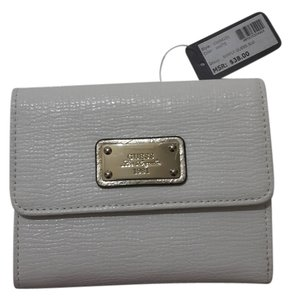 Guess white simply guess wallet