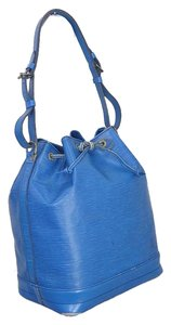 Louis Vuitton Leather Shoulder Medium Tote in blue