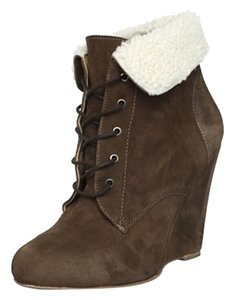 Candela Shiloh Wedge Fold-over Collar Lined In Fuzzy Shear-ling Size Brown Boots