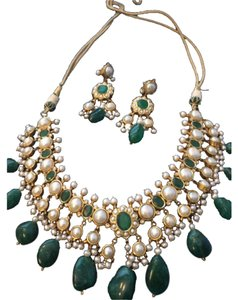 22k gold kundan emerald pearl choker necklace earrings 22k Gold Kundan Choker