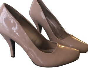 Kenneth Cole Reaction Nude beige Pumps