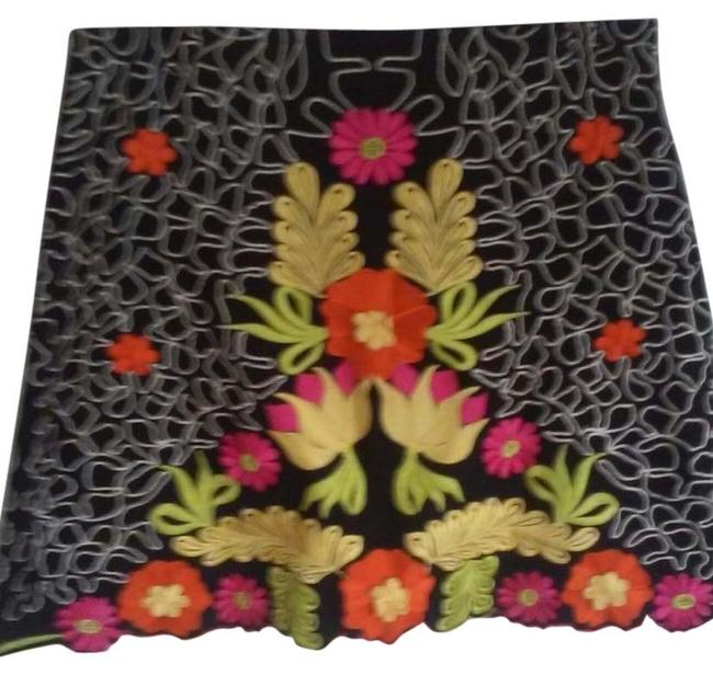 Preload https://img-static.tradesy.com/item/10407721/black-with-multi-color-floral-embroidered-miniskirt-size-petite-8-m-0-3-650-650.jpg