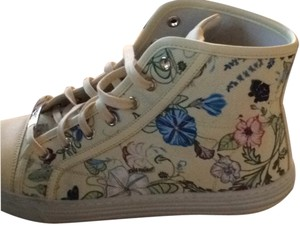 Gucci Yellow with flowers Athletic