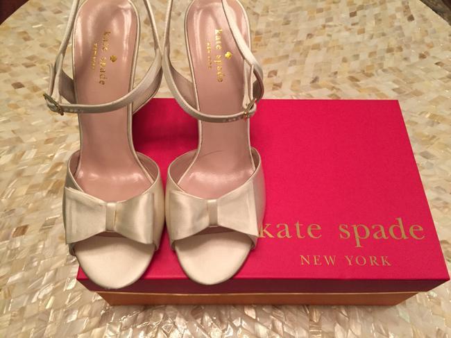 Item - Ivory Box Imari Heels. In The with Satin Bag. Formal Shoes Size US 8 Regular (M, B)