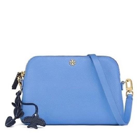 Preload https://img-static.tradesy.com/item/10417948/tory-burch-peace-montego-blue-leather-cross-body-bag-0-2-540-540.jpg
