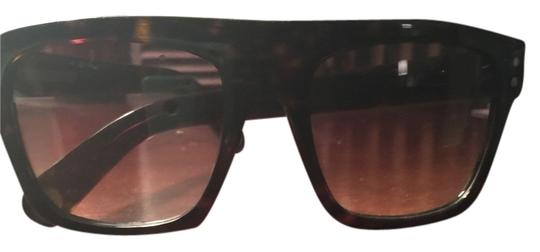 Preload https://item3.tradesy.com/images/marc-jacobs-brown-sunglasses-10422067-0-1.jpg?width=440&height=440