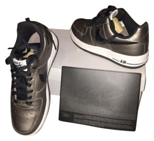 Nike Color is metallic pewter/black/white Athletic
