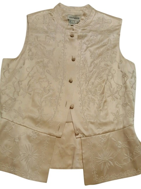 Preload https://item2.tradesy.com/images/ann-taylor-cream-silk-with-embroidery-vest-size-10-m-10429336-0-1.jpg?width=400&height=650