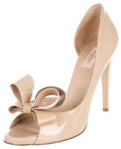 Valentino Nude Tan Patent Patent Leather Stiletto Peep Toe Platform Hidden Platform 41 11 New Bow Embellished Textured Beige Pumps