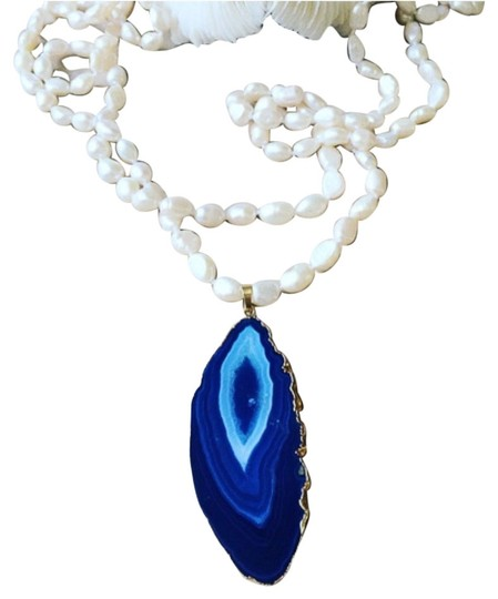 Preload https://item1.tradesy.com/images/blue-necklace-10433005-0-1.jpg?width=440&height=440