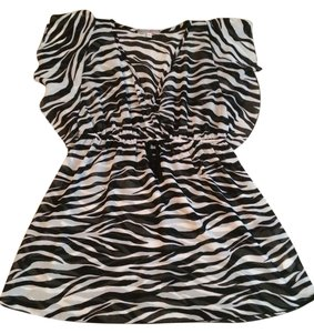 Julie's Closet Top Black and White