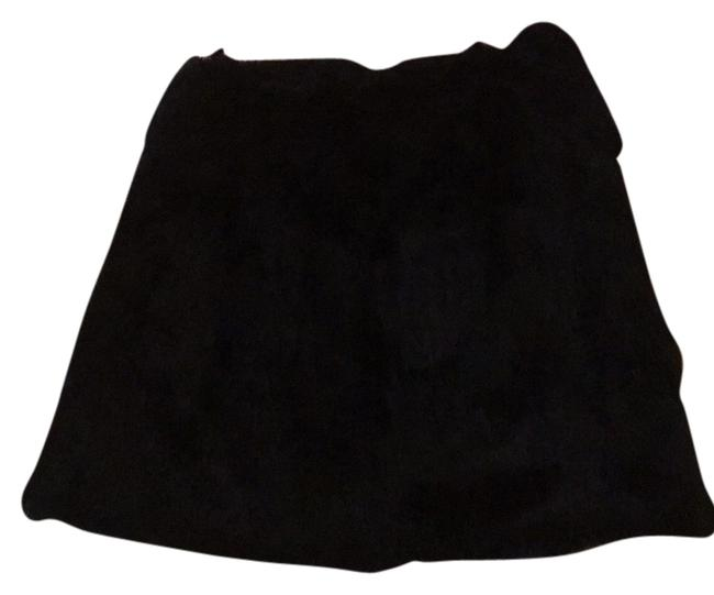 Preload https://img-static.tradesy.com/item/10438261/blac-real-fur-s-skirt-size-4-s-27-0-1-650-650.jpg