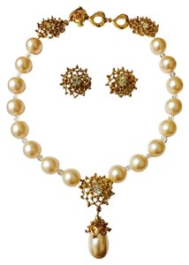 Yves Saint Laurent Vintage 80's YSL YVES SAINT LAURENT Teardrop Pearl Necklace & Earrings Set