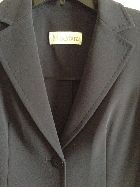 "Max Mara New And Unworn Without Tag Tailored Style Length From To Hem: 24.5"" Width Across Chest: 17.5"" Dark Navy Blazer"