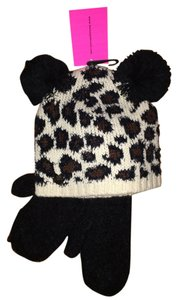 Betsey Johnson NWT SPOTTED KNIT HAT WITH POM POM EARS AND BLACK MITTENS RETAIL $48