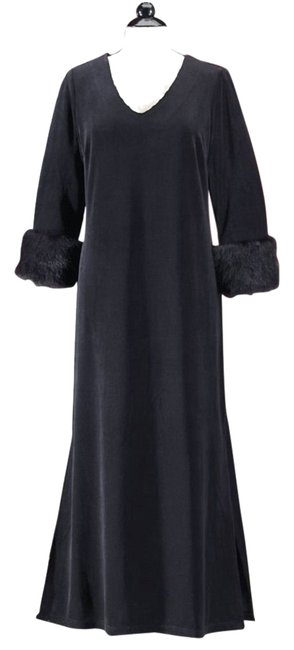 Preload https://item3.tradesy.com/images/black-mink-accent-sleeve-velvet-lounger-gown-long-casual-maxi-dress-size-20-plus-1x-10484182-0-1.jpg?width=400&height=650