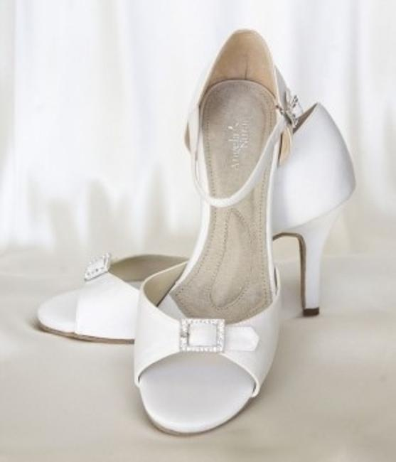 Item - White Dyeable Eternity Formal Size US 8.5