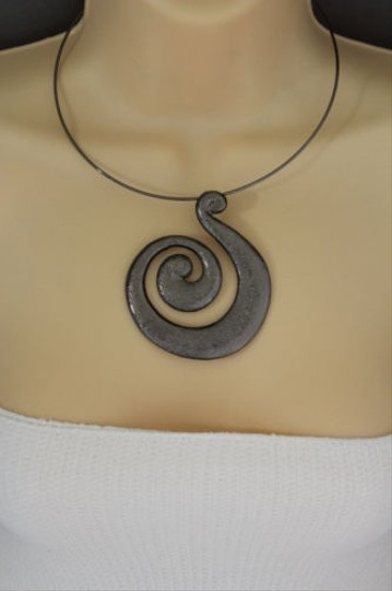 Other Women Pewter Black Choker Necklace Thin Metal Snail Spin Swirl Fashion Jewelry