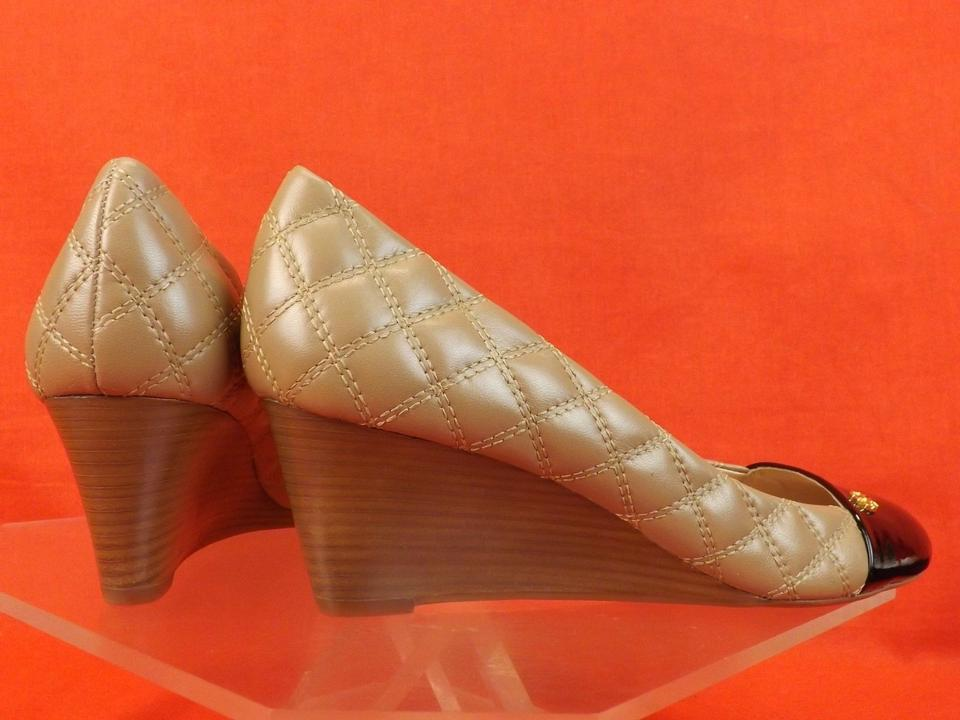 5bab67501 Tory Burch Beige Claremont Quilted Leather Cap Toe Gold Reva Wedges Size US  10.5 Regular (M