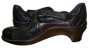Aravon Black Wedges