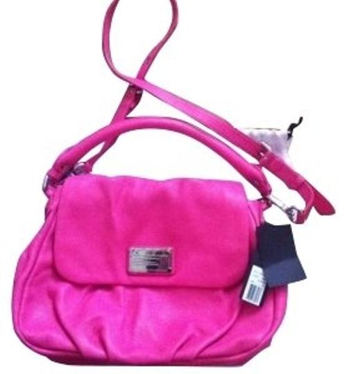 Preload https://item1.tradesy.com/images/marc-by-marc-jacobs-hot-pink-shoulder-bag-1050-0-0.jpg?width=440&height=440