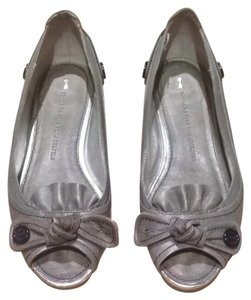 Schuler & Sons Philadelphia & Peep Toe Buttons Bow Pewter/grey Flats