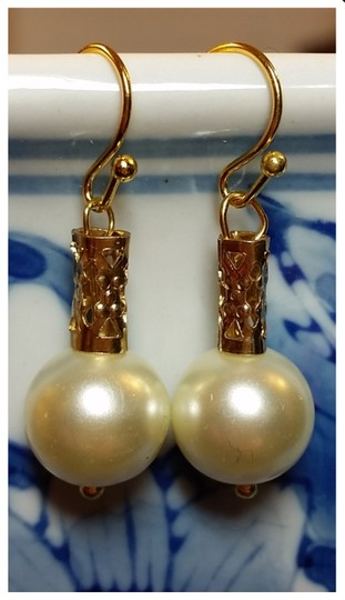 Preload https://img-static.tradesy.com/item/10506892/gold-cream-pearl-crystazzi-glass-10mm-with-tube-great-for-bridesmaids-or-earrings-0-0-540-540.jpg