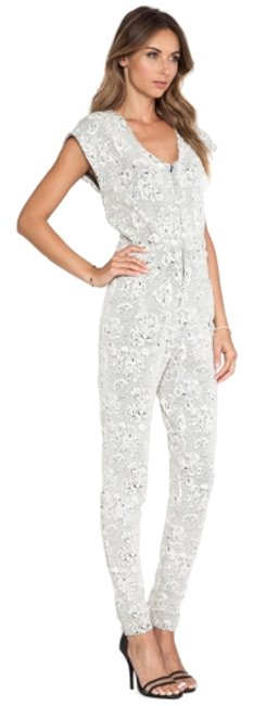 Preload https://img-static.tradesy.com/item/10508251/hunter-bell-white-and-black-justine-white-floral-long-romperjumpsuit-size-2-xs-0-1-650-650.jpg