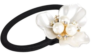 BRAND NEW! Beautiful Pearl Hair Tie Flower