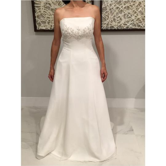 Preload https://item2.tradesy.com/images/white-traditional-wedding-dress-size-6-s-10509961-0-0.jpg?width=440&height=440