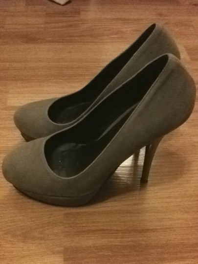 Fahrenheit light grey Pumps