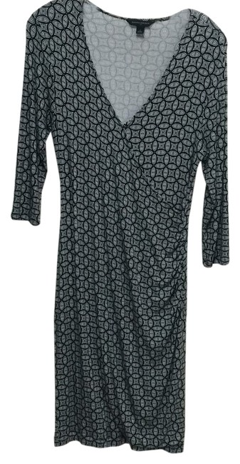 Preload https://item4.tradesy.com/images/banana-republic-black-and-white-knee-length-short-casual-dress-size-4-s-10511443-0-1.jpg?width=400&height=650