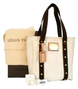 Louis Vuitton Tote in Antique White