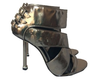 Camilla Skovgaard Steel Pumps