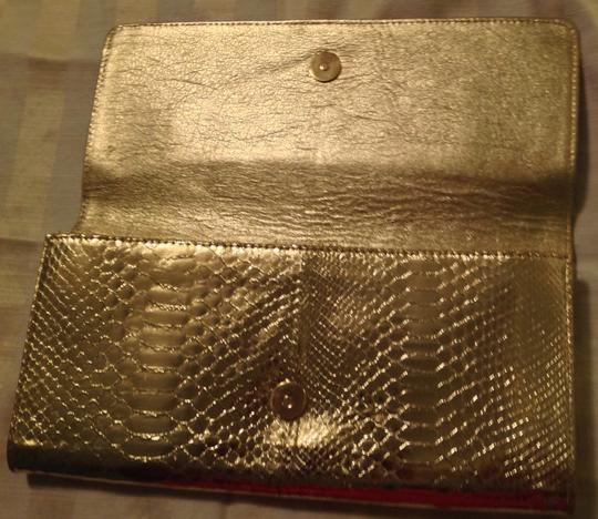 Preload https://item3.tradesy.com/images/michael-kors-made-in-italy-chain-link-handle-snakeskin-texture-gold-leather-clutch-1052392-0-0.jpg?width=440&height=440