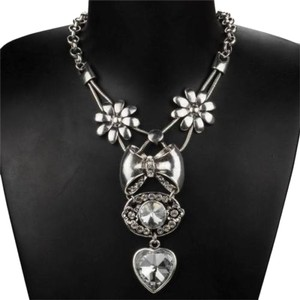 New Silver Tone Heart Bib Necklace J1824