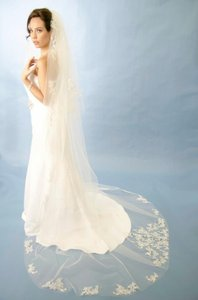 Ansonia Bridal Breathtaking Cathedral Length And Fingertip Length Wedding Veils 191
